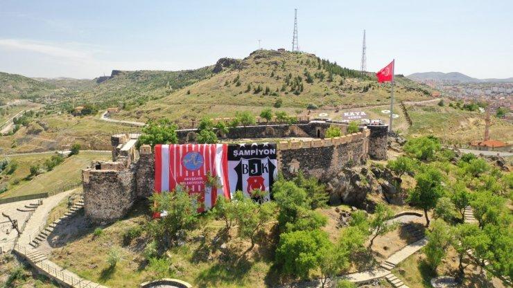 Nevşehir Kalesi'ne dev Beşiktaş bayrağı asıldı