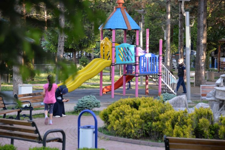 Kahramankazan'da parklar ışıl ışıl
