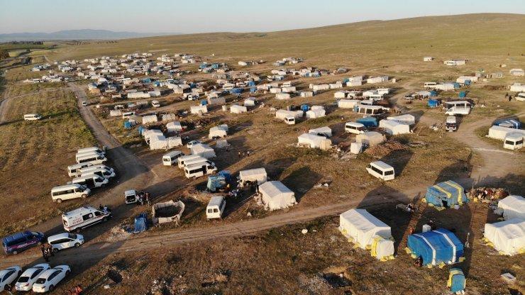 Tarımın bel kemiği işçiler çadırlarında aşılandı