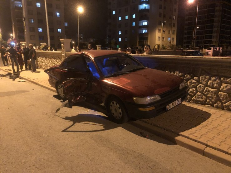 2 otomobile çarpıp yaralı halde kaçan sürücü güvenlik kameralarına yakalandı