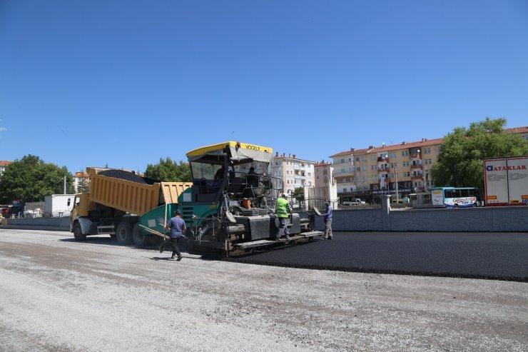 Niğde Belediyesi Yeni Köy Garajında asfalt serimine başladı