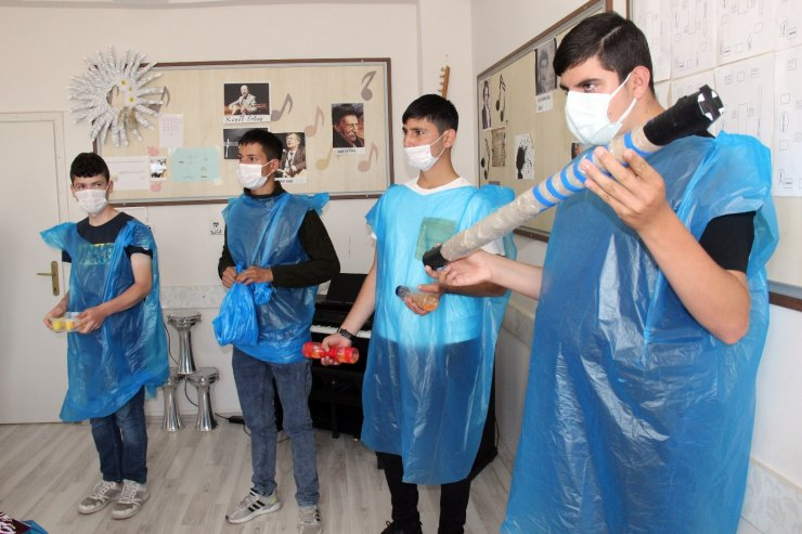 Özel eğitim öğrencileri, çevre bilinci için plastik enstrümanlarla ritim tuttu