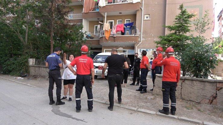 Arkadaşıyla kavga eden alkollü şahıs balkondan sarktı, ekiplere direndi