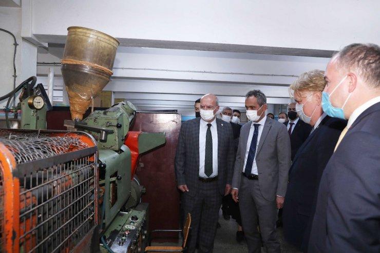 ATO Başkanı Baran, Milli Eğitim Bakan Yardımcısı Özer'le birlikte Gazi Mesleki ve Teknik Anadolu Lisesi'ni ziyaret etti