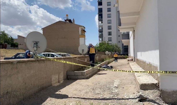 Apartmanın 5. katından düşen adam öldü