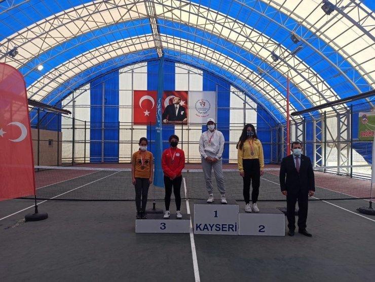 Tenis turnuvasında KBB Spor A.Ş. sporcularından iki derece