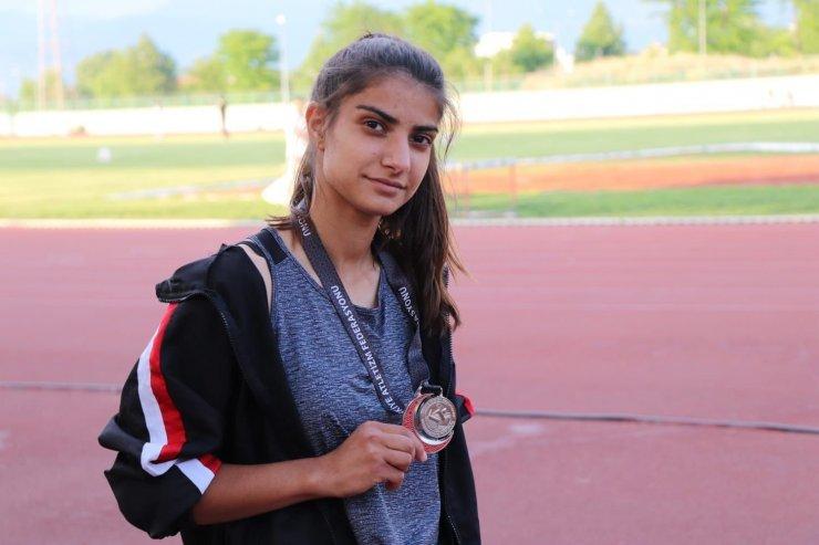 Sivaslı atlet şampiyonada Türkiye 2.'si oldu