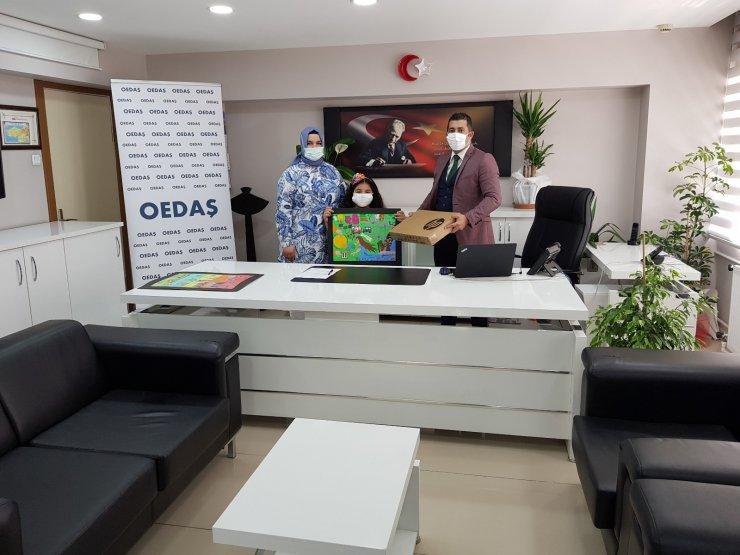 Osmangazi EDAŞ'ın resim ve şiir yarışmasında dereceye giren çocuklar ödüllerini aldı