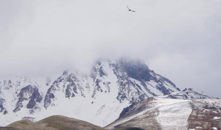 Erciyes'e Haziran ayında kar yağdı