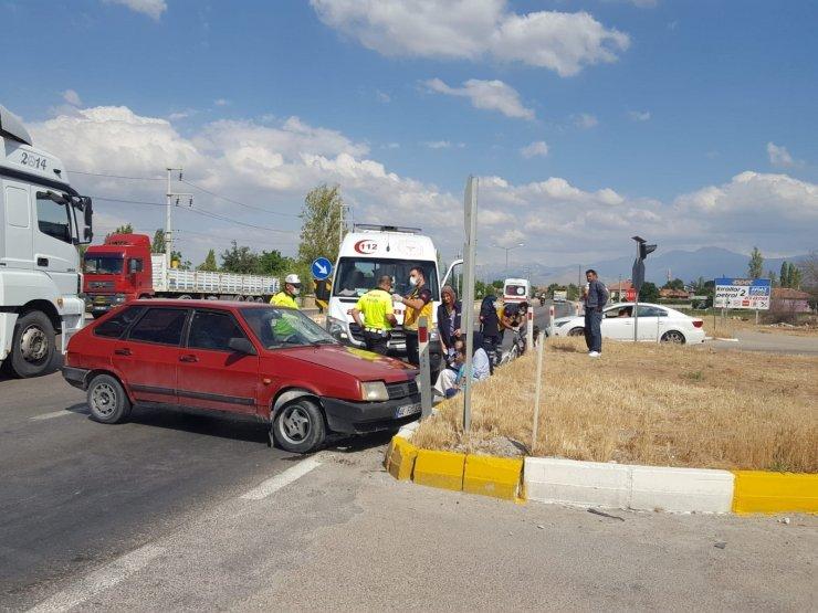 Ambulansı binmek istemeyen yaralı kız çocuğunu polis ikna etti