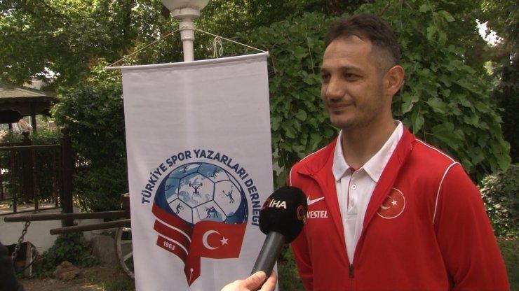 """Begüm Onbaşı'nın Antrenörü Ali Ekin: """"Bu madalyanın bir film var"""""""