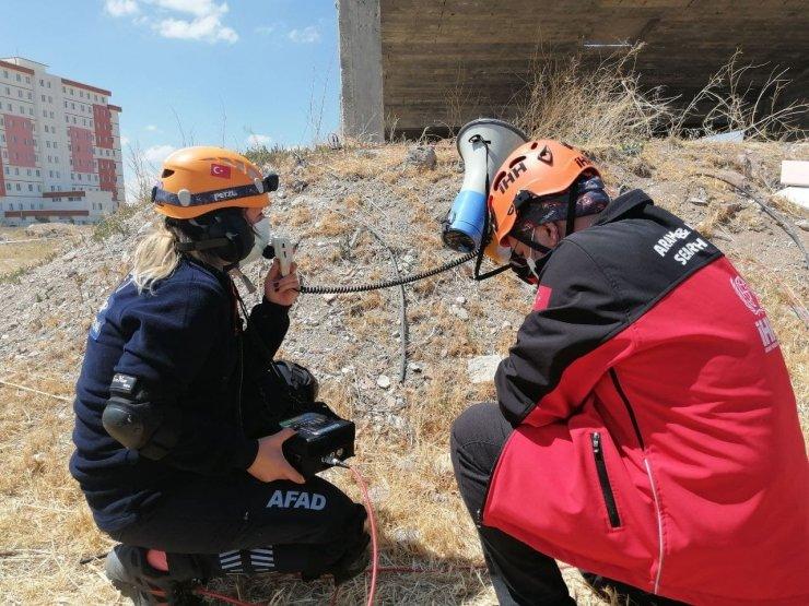Aksaray'da gerçeği aratmayan afet müdahale tatbikatı