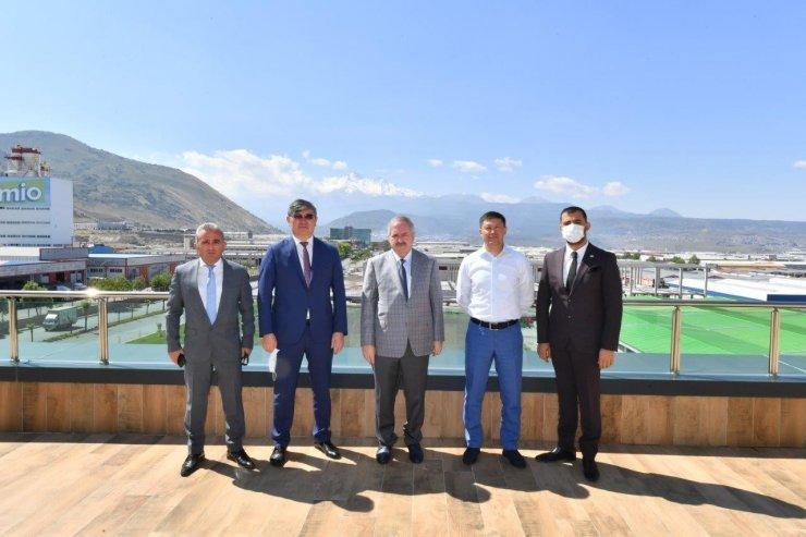 Kazakistan'ın Türkiye Büyükelçisi başkanlığındaki bir heyet Kayseri OSB'yi ziyaret etti