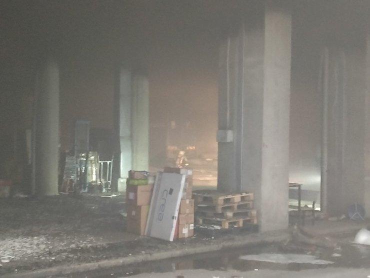 Ankara'da iş merkezinde çıkan yangında dumandan etkilenen 7 kişi hastaneye kaldırıldı