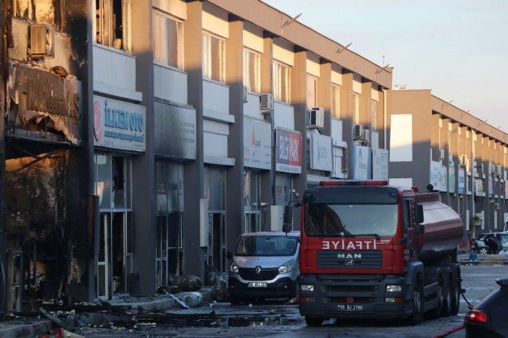 Başkent'te iş merkezinde çıkan yangının ardından küle dönmüş dükkanlar kaldı