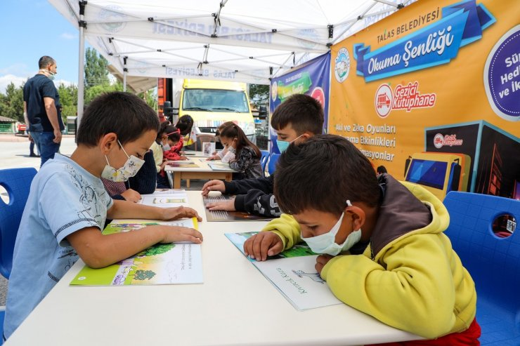Talas'ta gezici kütüphane eşliğinde okuma şenliği