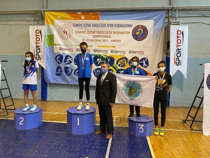 Telli Nur Ataş Badminton Türkiye şampiyonu oldu