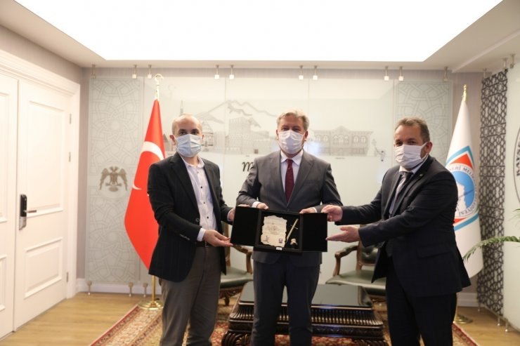 İlim Yayma Vakfı Mütevelli Heyeti Üyeleri Başkan Palancıoğlu'nu ziyaret etti