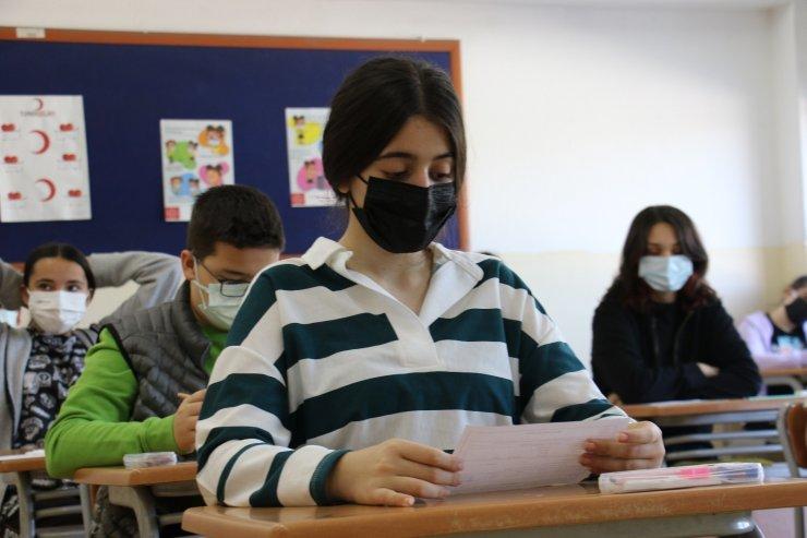 Liselere Geçiş Sistemi (LGS) sınavının ilk oturumu başladı