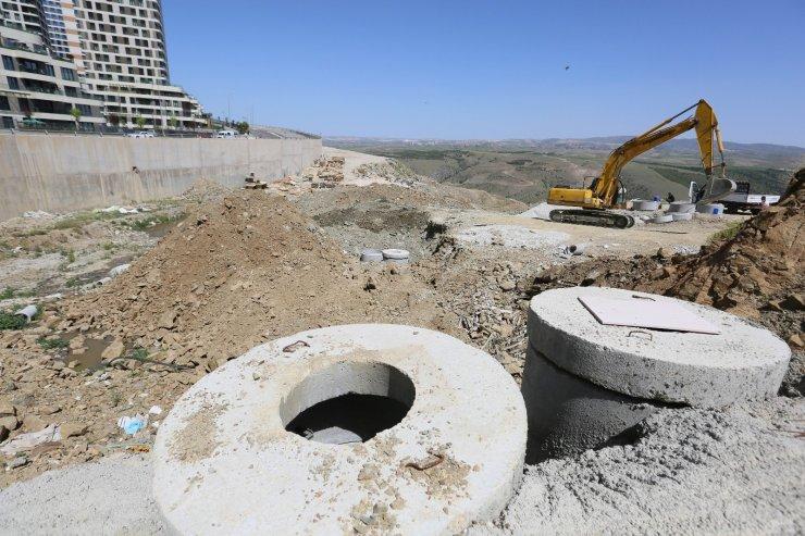 ASKİ İmrahor Vadisi'nde açıktan akan kanalizasyon hattını yeniliyor