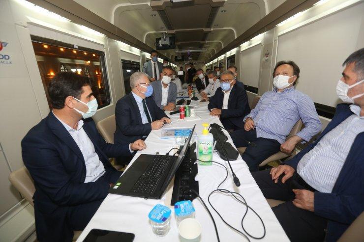 Başkan Büyükkılıç'tan tren garında gece mesaisi
