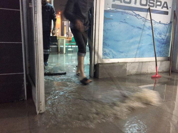 Ankara'da otoparkı su bastı