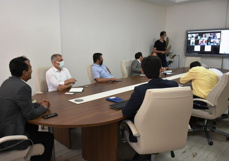 Çalışkan, ilçe müdürleriyle değerlendirme toplantısı yaptı