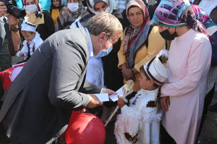 Aksaray Valiliğinden şenlik havasında toplu sünnet töreni