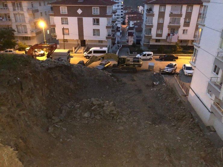 Ankara'da temeli hasar gören ve otoparkı çöken 3 katlı apartman tahliye edildi