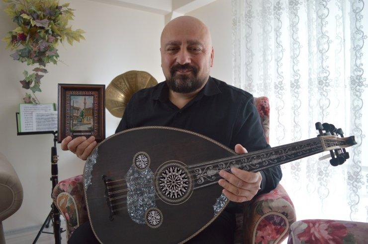 Memleket hasreti müzik hocasını ressama dönüştürdü