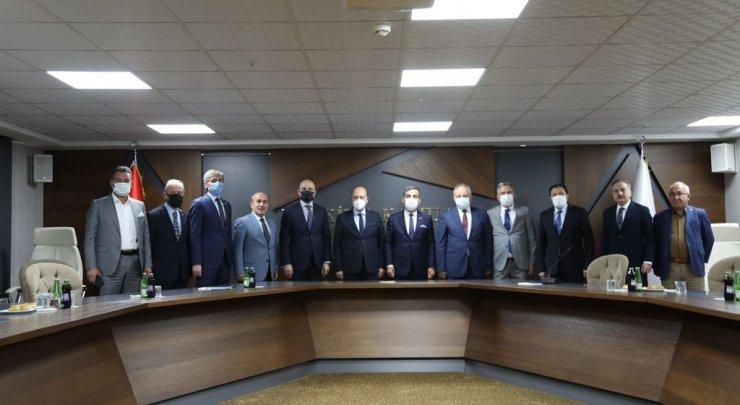 Bakan Bilgin, Türkiye Kamu-Sen'i ziyaret etti