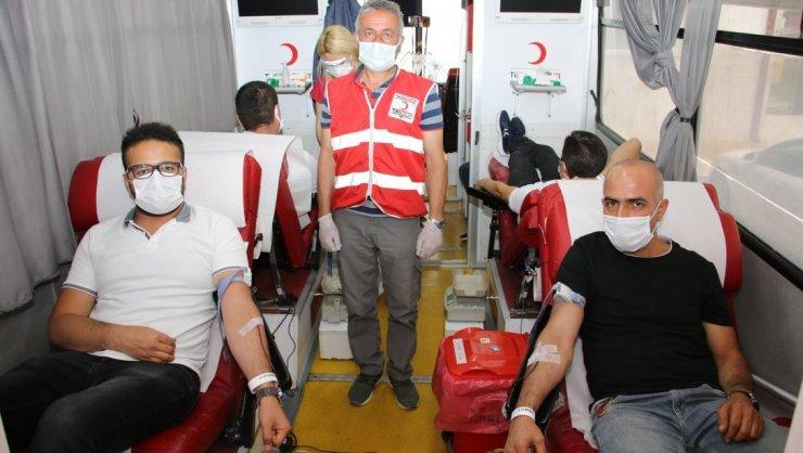 Eğitim camiasından kan bağışı