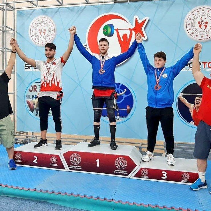 Halterci kardeşler Türkiye şampiyonu oldu