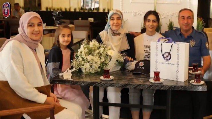 Aile içi kavga ihbarına giden polislere 'Babalar Günü' sürprizi