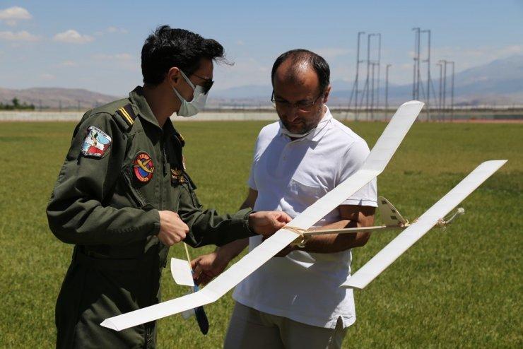 ASÜ'de model uçak kursu uçuş uygulamasıyla tamamlandı