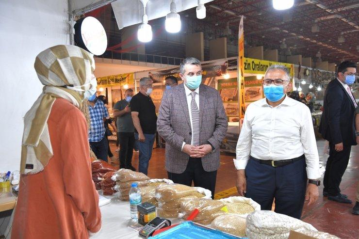 Başkan Büyükkılıç Yöresel Ürünler Fuarı'nı ziyaret etti