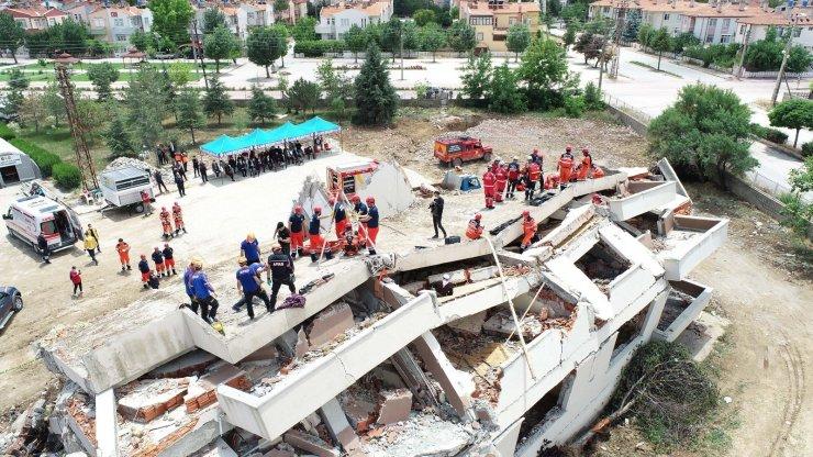 Konya Büyükşehir İtfaiyesi'nden nefes kesen deprem tatbikatı