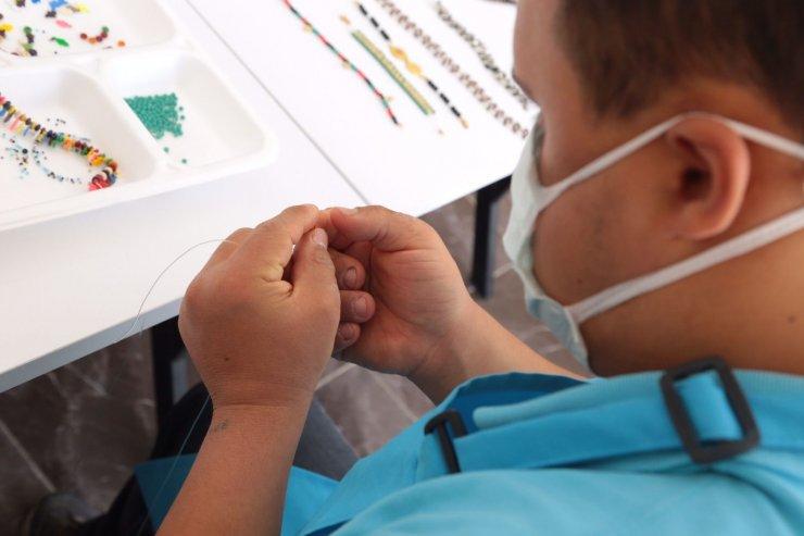 Özel eğitime ihtiyaç duyan vatandaşlara takı tasarım kursu