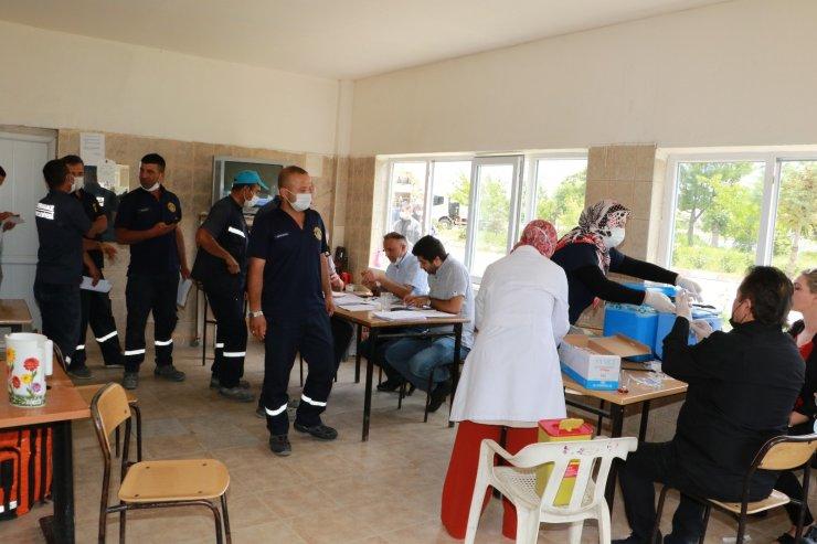 Kırıkkale Belediyesi personeline Covid-19 aşıları uygulanıyor