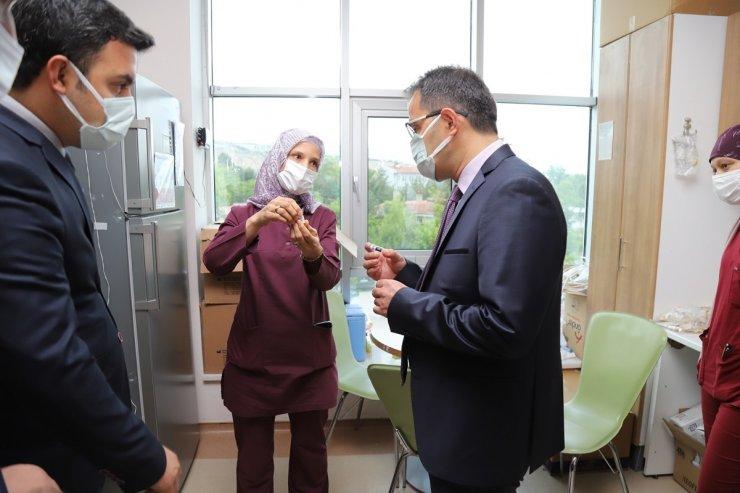 Vali Ayaz'dan vatandaşlara 'aşı olun' çağrısı