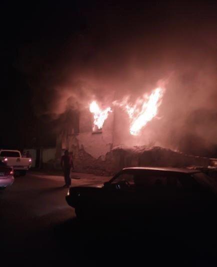 Yangında ölen 3 küçük kız kardeş yan yana defnedildi