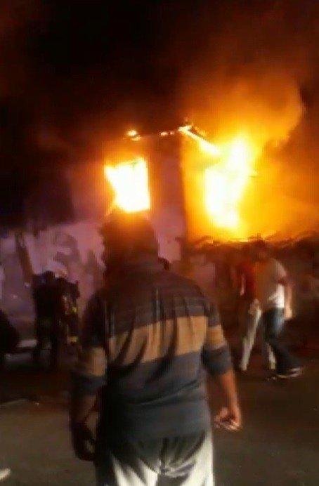 """Yangında 3 küçük çocuğunu kaybeden baba: """"Onları Allah verdi, Allah aldı"""""""