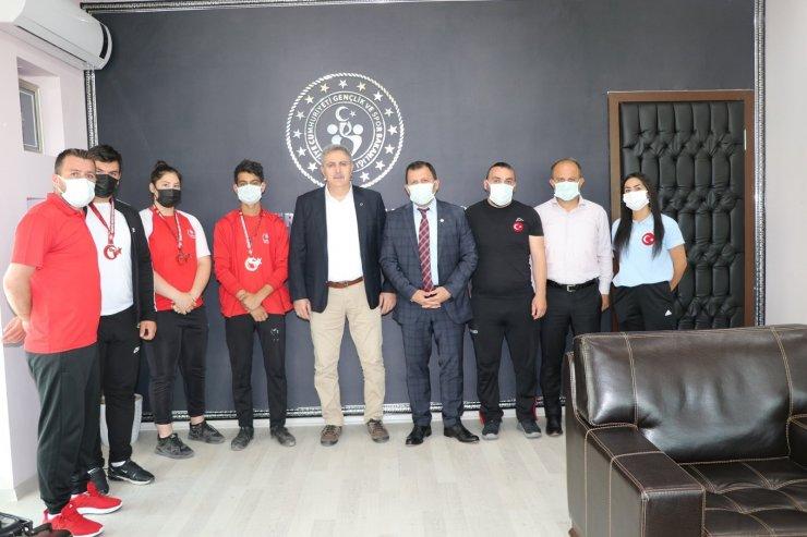 Şampiyon Haltercilerden Kabakcı'ya ziyaret