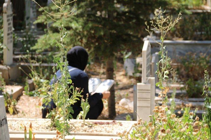Aksaray'da mezarlıklarda bayram ziyareti yoğunluğu