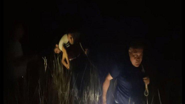 Bataklığa saplanan alkollü şahıs, 4 saatlik çalışma sonucu kurtarıldı