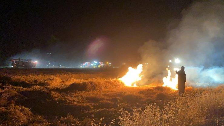 Önce biçerdöver sonra 150 dekarlık ekili buğday tarlası yanarak kül oldu