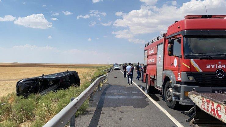 Takla atarak hurdaya dönen otomobilde 2 ölü, 4 yaralı