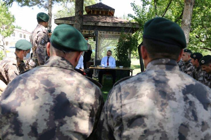 Konya Emniyet Müdürü Dinç silah arkadaşlarıyla bayramlaştı