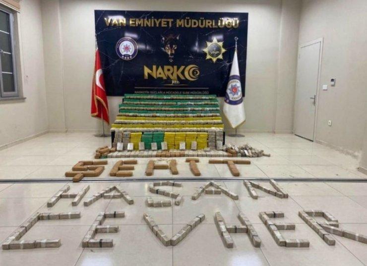 """Bakan Soylu: """"Hakkari'de 449 kilogram eroin ele geçirildi"""""""