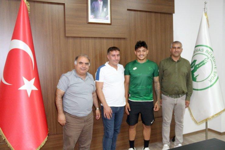 Sivas Belediyespor, Alpay Koçaklı'yı transfer etti